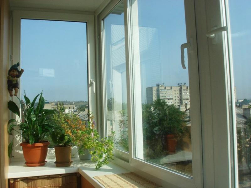 """Балкон раздвижной, профиль """"сакура"""" ваши окна - производство."""